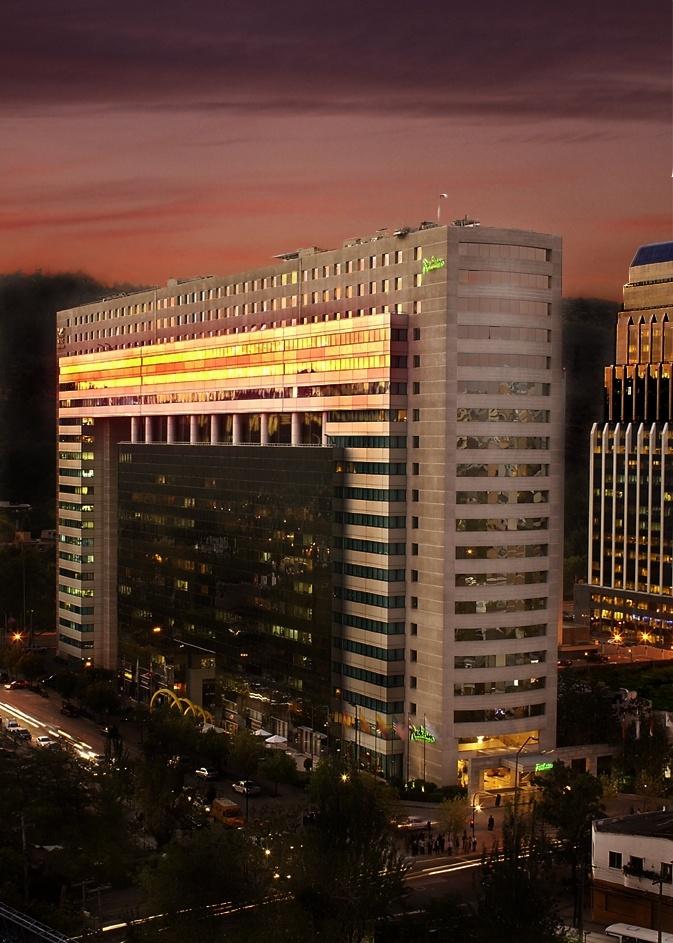 Radisson Plaza Santiago cuenta con 159 espaciosas y cómodas habitaciones, todas ellas completamente equipadas. Su diseño es clásico y elegante, y a la vez funcional pensando en el viajero actual. En Radisson, la diferencia está en los detalles.