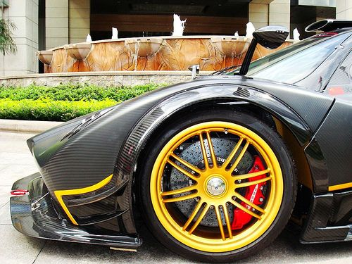 Pagani Zonda R. There is just so much engineering awesoess in ...