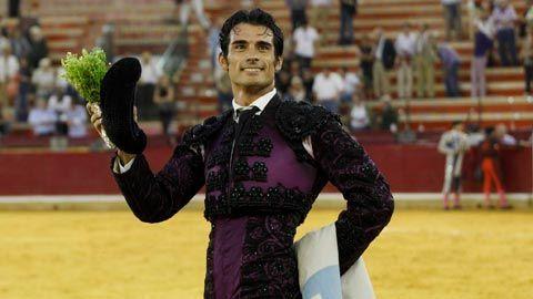 ACTUALIDAD Por tiempo indefinido Manolo Hurtado, nuevo apoderado de Paulita - Mundotoro.com #toros #Paulita