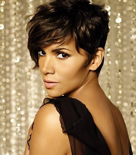 HALLE BERRY - so neutral that in this pic, she's a warm season because of yellow studio lights.  But is she clear or soft?  Trial run.  Let's see.