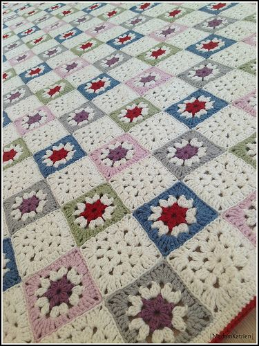 """Since this was my first big project, I followed the pattern very meticulously. I used the version in the Dutch book """"Granny Squares Haken. Maak het met oma's vierkantjes"""". The pa..."""