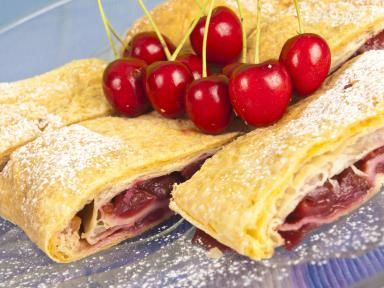 An easy fruit strudel recipe made with puff pastry