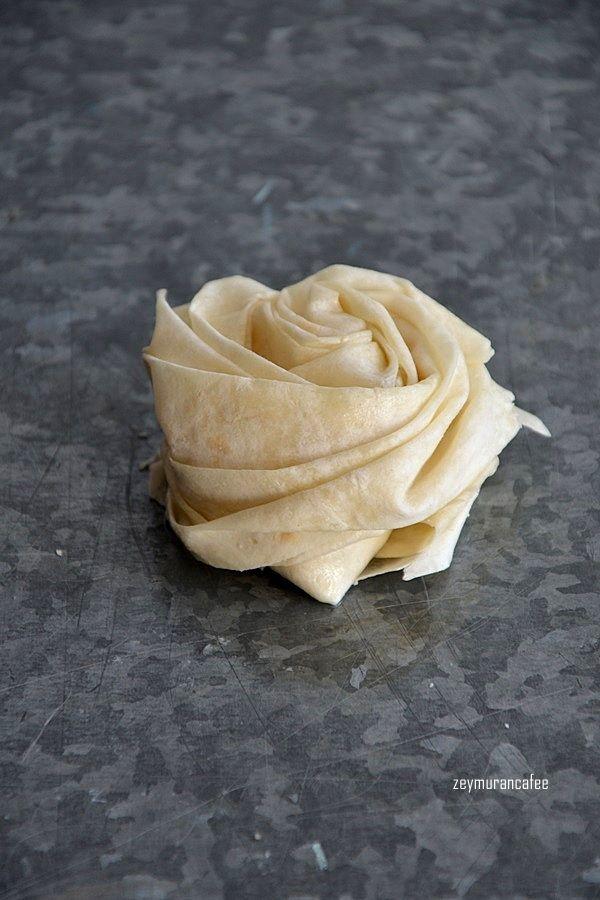 gonca gül böreği yapılışı, börek tarifleri, hazır yufkadan börek tarifleri