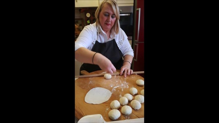 Cooking With Fey Χωριατικη Πρασοπιτα και πως να ανoiξετε φυλλο - YouTube