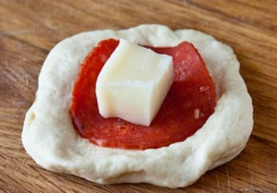 Συνταγές για μικρά και για.....μεγάλα παιδιά: PIZZA BREAD TΕΛΕΙΟ!!! Η Pizza Monkey Bread