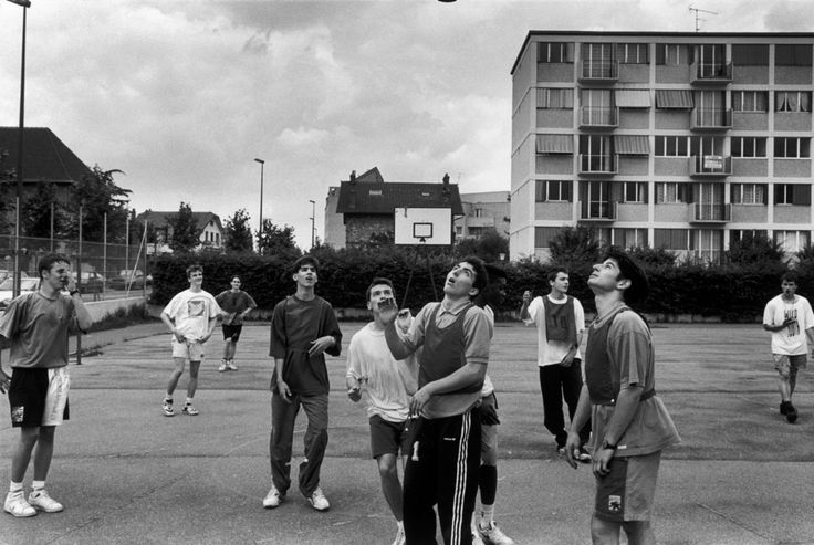 Magnum Photos Richard Kalvar Ile-de-France region. Yvelines department. Town of Conflans St Honorine. 1992. Basketball game