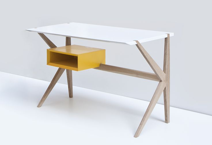 Italo por David Dolcini + Giacomo Moor, escritorio minimalista