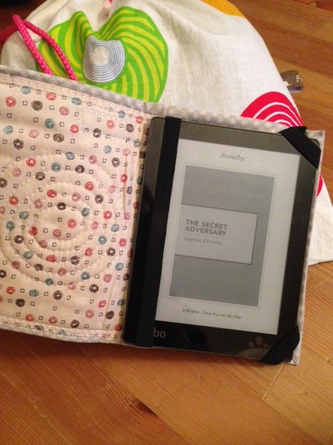 Kobo cover & bag. Nice project of the weekend. #sewing #diy #kobo #fragulina