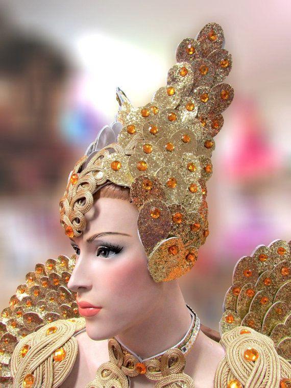 Tocado de ISIS Guerrero de oro cristal Recurso de gran ojo Alta calidad, fuerte y durable No se incluye la gargantilla tiempo de producción de 10-14 días Hechos a mano por nuestros fabricantes profesionales de tocado Diseño especial para bailarines, drag queen, bailarinas y animadores de la etapa Da NeeNa C574H