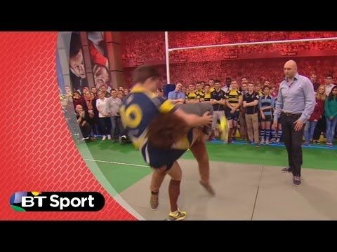Pitch Demo: Jacques Burger tackling masterclass | Rugby Tonight - YouTube