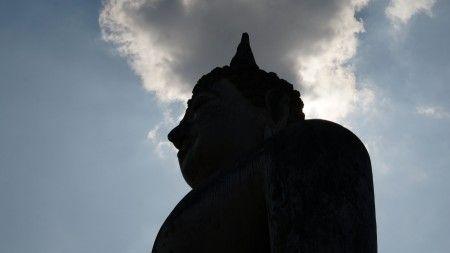 Tonny Haryanto: silhoute patung Budha ini saya ambil di kawasan kota bersejarah di Sukhothai Thailand . Ada Puluhan patung Budha yang besar di kawasan ini yang amat mengesankan.