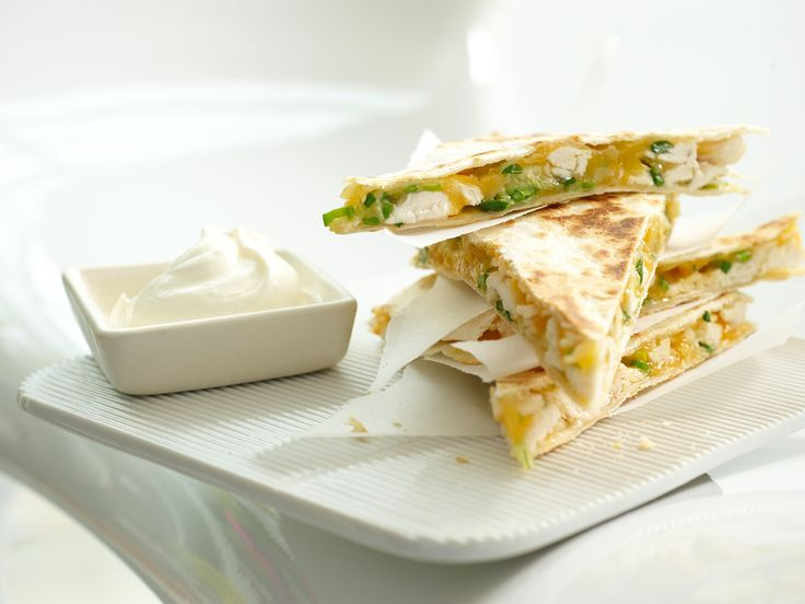 Tortilla-Sandwichs - mit Hähnchen und Käse - smarter - Kalorien: 254 Kcal - Zeit: 40 Min. | eatsmarter.de