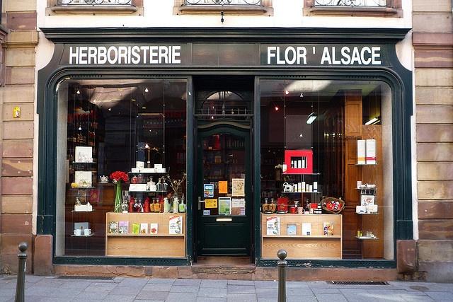 Strasbourg, devanture de l'herboristerie «Flor'Alsace».