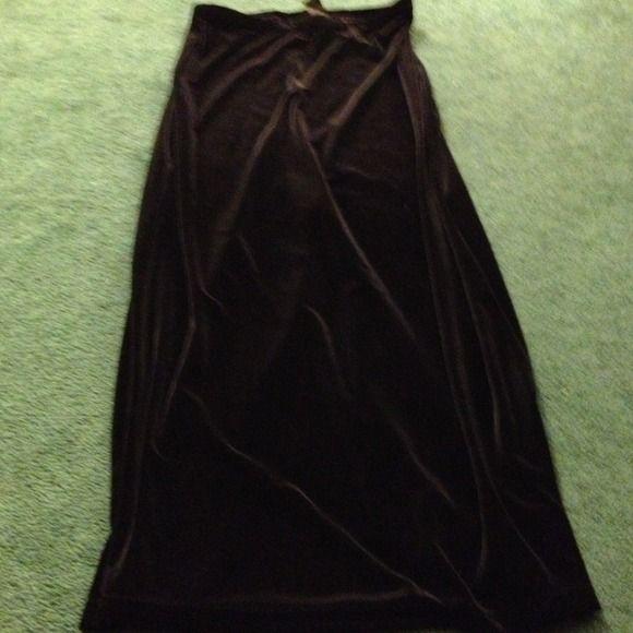 💥$5 SALE💥EXPRESS Long black velour  skirt w/slit Perfect straight full length velour black skirt w/high slit in back! NEVER WORN!  Very Elegant!  Perfect for any occassion👗💄🎀👠 Express Skirts