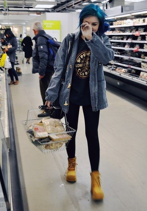 Band tee, denim jacket, black skinnier, and timberland boots. Cute cute cuteness. Dat hair too, oh my gawd. http://spotpopfashion.com/d4av