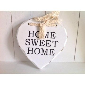Drevené srdce nájdete tu: http://www.carovny-domcek.sk/dekoracie-ozdoby/dekoracie-ozdoby-zavesne/drevenesrdce-home