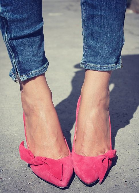perfectly pink shoes: Isabelmarant, Fashion Shoes, Pink Heels, Pink Bows, Pink Pumps, Kittens Heels, Isabel Marant, Pink Shoes, Girls Shoes