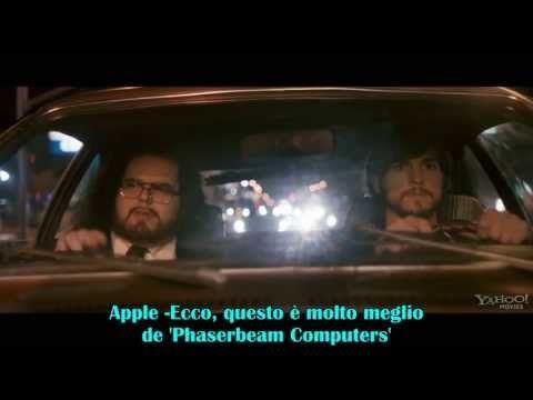 In attesa che arrivi ad agosto nei cinema americani, per poi approdare anche in Italia a ottobre, il trailer sottotitolato sulla biografia di Steve Jobs