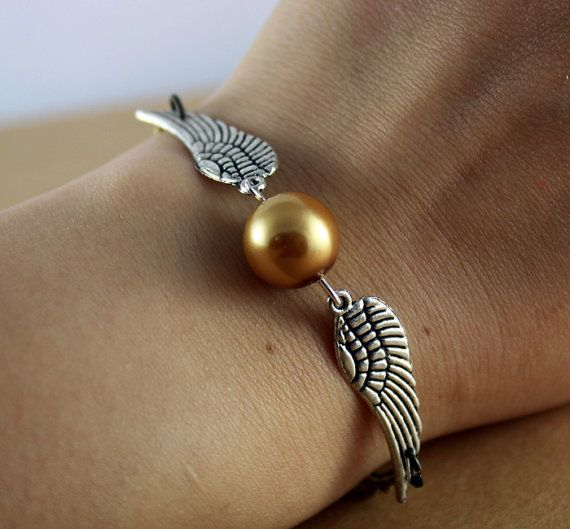 A golden snitch bracelet... I don't like to wear them, but I bet I could find someone who might...: Idea, Style, Bracelets, Golden Snitch, Harrypotter, Harry Potter, Jewelry