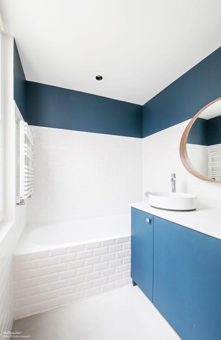 Salle De Bain Avec Baignoire Carrelage Metro Et Peinture Bleu Nuit Le Meuble Bathroom Decor Blue Bathroom Bath Furniture