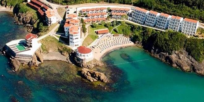 Beykoz Riva'daki son değerli arazi için ihale tarihi belli oldu… Özelleştirme İdaresi Başkanlığı'nın (ÖİB) satışa çıkardığı 35 dönüm üzerindeki arazi için iki firma teklif verdi. Üzerinde bir de otelin olduğu araziye ilişkin ihale Çarşamba günü yapılacak. Galatasaray Spor Kulübüne ait Riva arazisinin 3.1 milyar liraya satışı sonrası gözler bölgedeki son değerli araziye çevrildi. ÖİB portföyünde ...