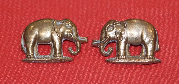 Pair of Connaught Rangers collar badges