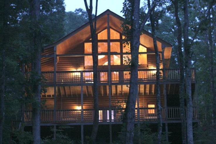3-bedroom, 3-bath cabin in Gatlinburg from Jackson Mountain Homes  www.jacksonmountainhomes.com