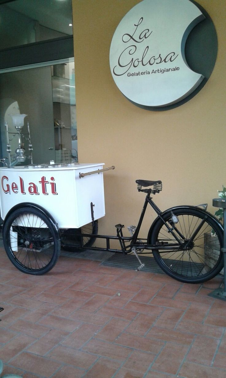 Castel Bolognese, gelateria della Piazza, carrettino refrigerato costruito nel 1939.