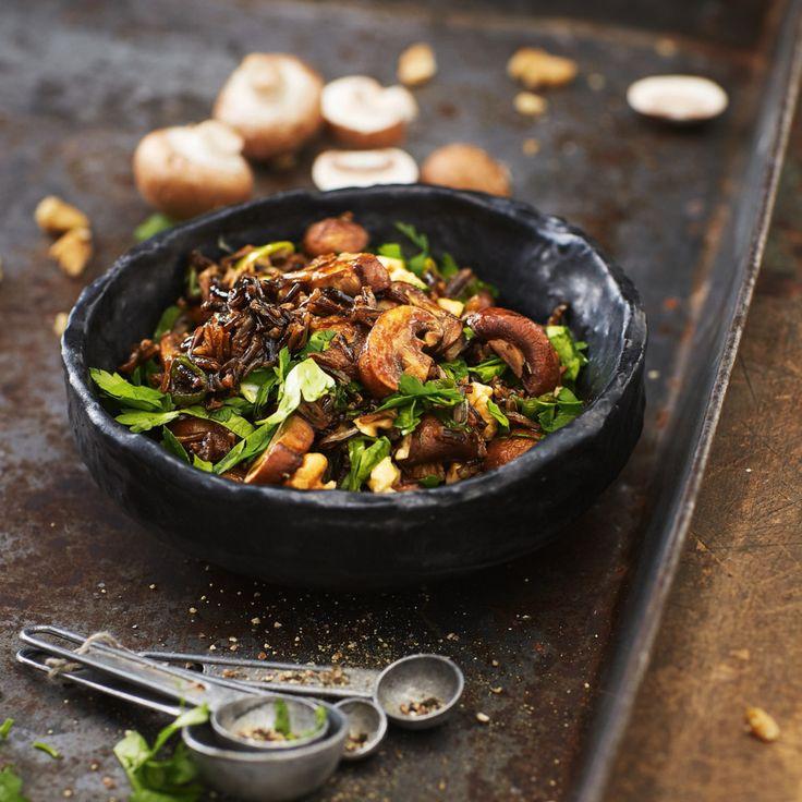 Mit diesem Pilzsalat kann man Gäste mächtig beeindrucken. Wer mag, kann für unseren Pilzsalat auch andere Pilze der Saison verwenden.