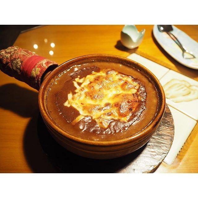 ・ ✩焼きチーズビーフカレー ・ 熱すぎて口の中が燃えるようでした🔥 ビーフカレーの味わいが深くて、やみつきになります。 ライスは中にイン💫 ・ ・ #東京#東京カレー#カレー#ビーフカレー#銀座ランチ#京橋ランチ#東京ランチ#京橋#銀座#チーズ#チーズカレー#焼きチーズ#肉#東京グルメ#グルメ#カレーライス#カレー部
