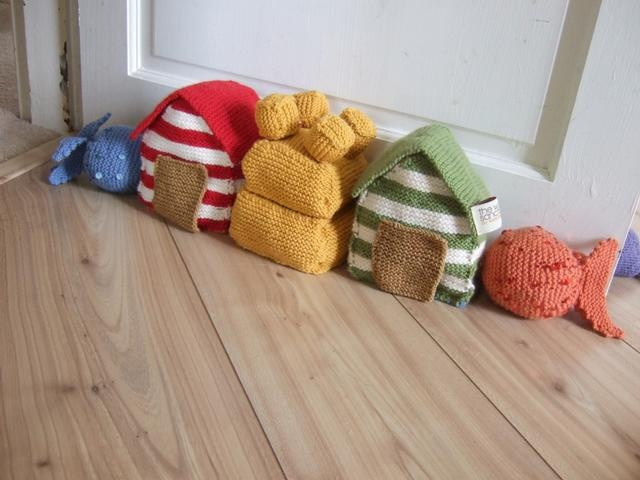Knitted Draught Excluder Pattern : The Weave and Handle: KNITTED HOUSES BY SUZIE JOHNSON Knitting Queue Pint...
