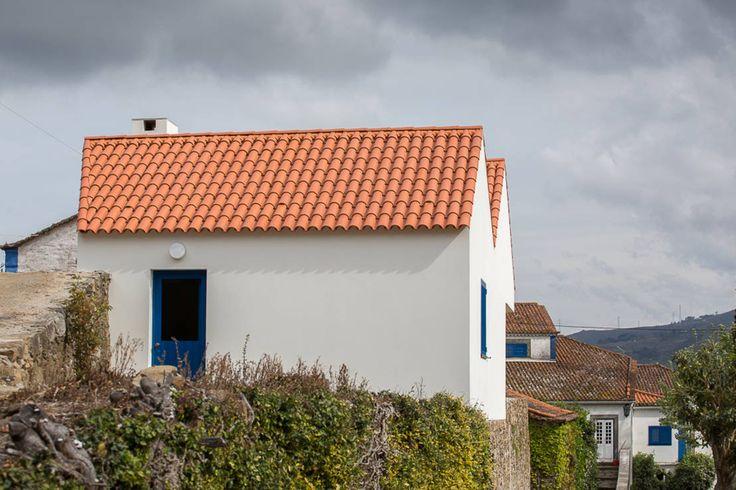 Casa Caseiros : Casas campestres por SAMF Arquitectos