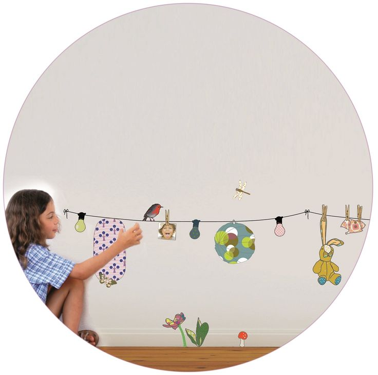 Un jardín fresco y alegre, porque pedir más? Los niños podrán jugar dejando libre su imaginación quitando los elementos ya que se pueden poner y quitar al infinito! Se pueden aplicar a todas las superficies lisas: paredes, muebles, cristales, espejos... y ¡muy fácil de quitar! Da la sensación de que se ha pintado el dibujo sobre la pared.