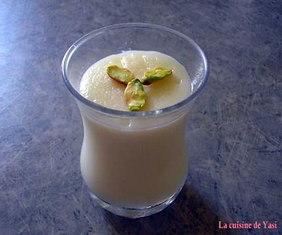 La meilleure recette de Yakh Dar Behesht - Dessert persan à la rose! L'essayer, c'est l'adopter! 5.0/5 (3 votes), 9 Commentaires. Ingrédients: Yakh Dar Behesht signifie littéralement  Glace au Paradis . Ce dessert originaire d'Iran est fait pour les amoureux du délicat parfum à la rose. Mais attention, ce n'est pas une glace, mais bien une crème, à base de farine de riz, qui est surtout préparée pendant l'été. C'est un dessert léger, frais et très rapide à faire. Alors si vous faites partie…