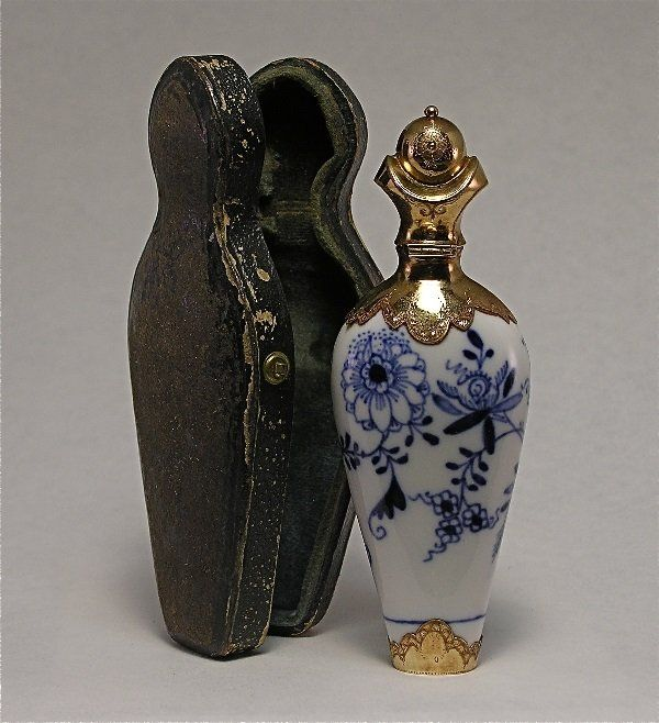 Meissen Scent Bottle Blue Onion Pattern/Gold Cap