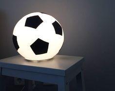 Fussballzimmer IKEA FADO - Fußball-Lampe. www.limmaland.com