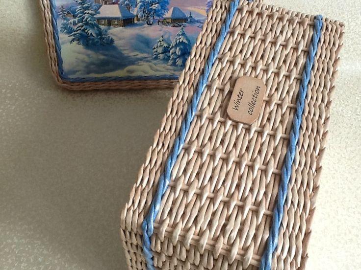 Плетение по спирали. Ситцевое сразу двумя и одной трубочкой вдогонку на четном количестве стоек. Распечатку приклеивала обычным способом , на переплетный картон клеем ПВА