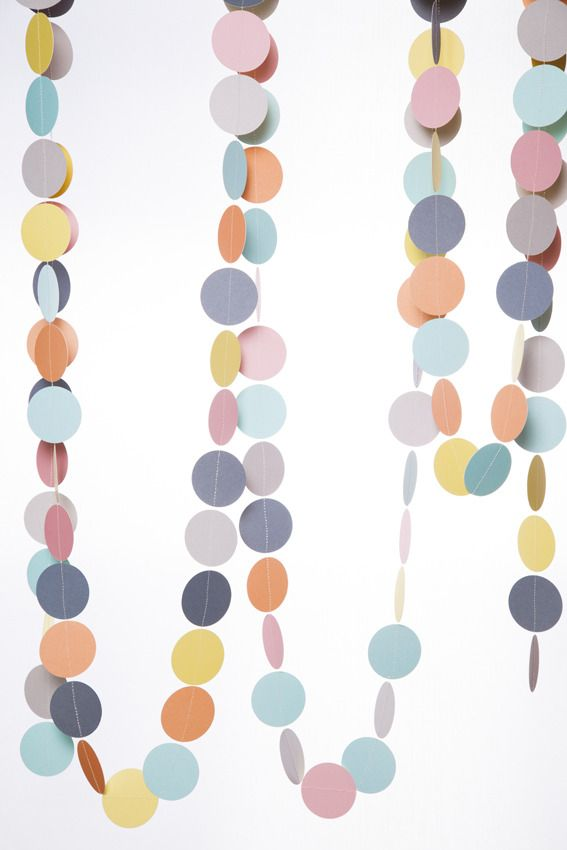 Paper garland in pastel colors. Can be used around a window all year. Or at your christmas tree.  Length: 5 meter long/16,4 ft longColors: Pastel yellow, pastel blue, pastel pink, light grey, dark grey and cantaloupe.Material: Cardboard