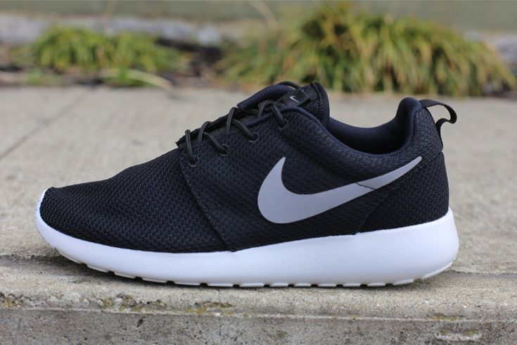 nike roshe run black gamma grey hyper blue