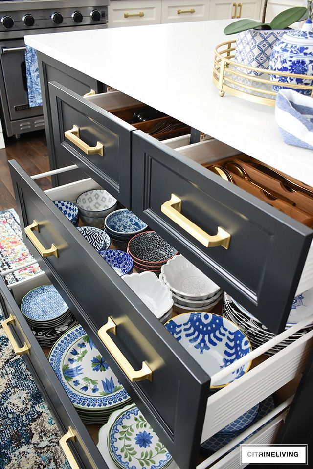 Organized kitchen drawers that are clutter-free, clean and beautiful! Tips for purging and getting your kitchen drawers organized once and for all! #organizing #organization #kitchenorganization #kitchendrawers #blueandwhite #dishes #beautifildishes #organizingtips #organizedkitchen