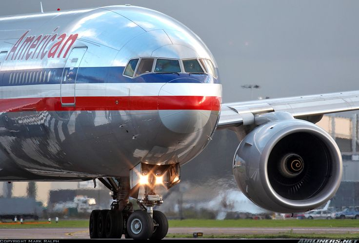 AA Boeing 777-200    Beautiful reflection on the plane :)