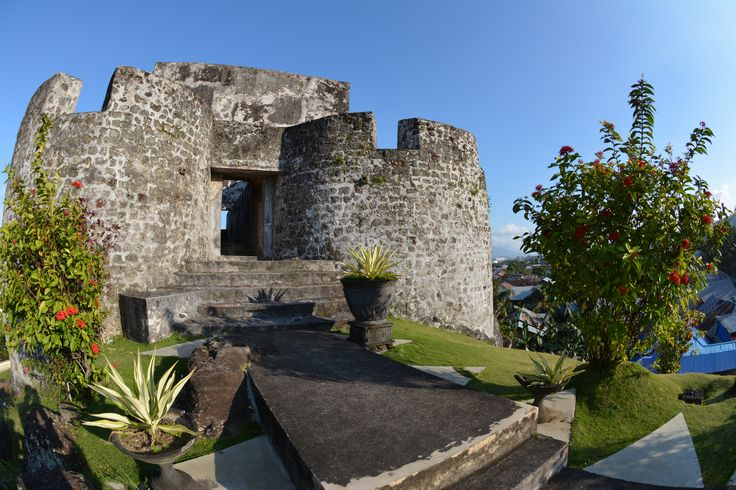 Fort Tolukko, Ternate  A small yet well-preserved and well-kept fort, definitely worth the visit. Spanish from 1611 http://www.spiceislandsforts.com/the-clove-twins-ternate/fort-tolukko/