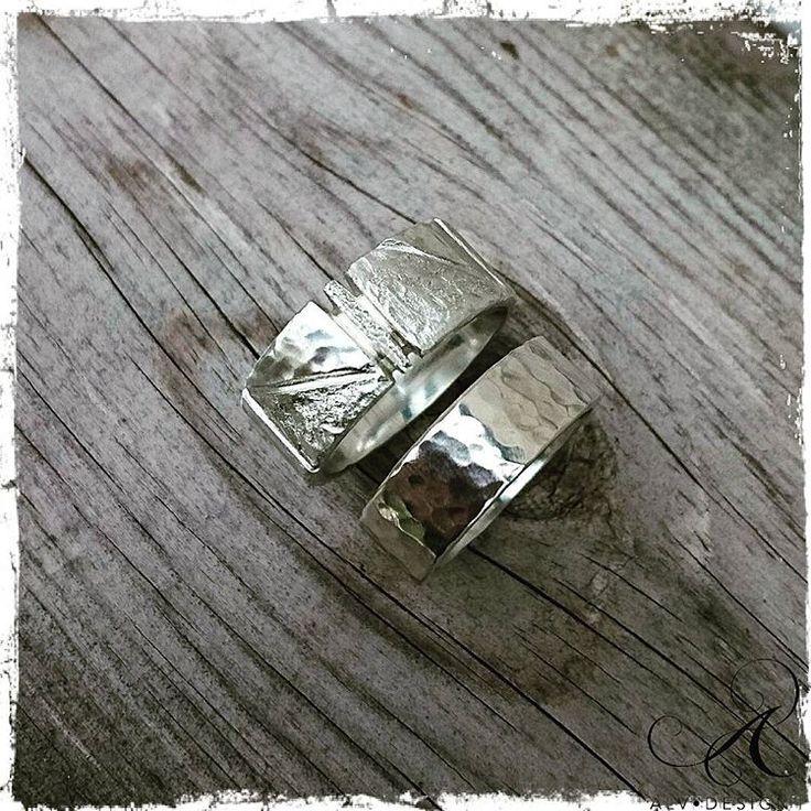 KLINGA och IVALDE - en snygg kombination ringar, handarbetade i klassiskt silver. Design och arbete: Anneli och Kenneth Lindström,  Alv Design. Pass på, 500 kr rabatt vid köp av två ringar. Se mer i vår webbutik www.alvdesign.se  Vi är medlemmar i Svenska Konstnärsförbundet.