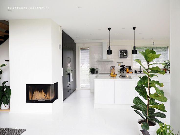 Blogissa laitellaan uutta taloa kodiksi. Sisustamisen ja raksahommien lisäksi hoidetaan puutarhaa, ja välillä innostutaan diy-projekteista.