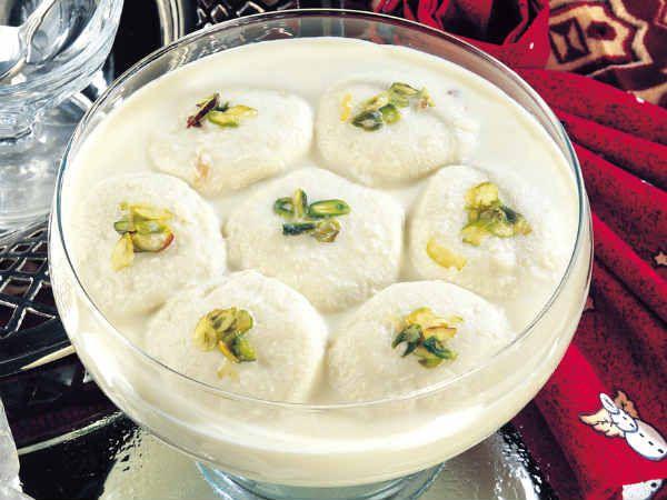 Quick Easy Recipe For Rasmalai Roshomalai Dessert Rasmalai From Comilla In Bangladesh Is World Famous This Dessert Rasmalai Recipes Indian Desserts Food