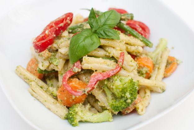 Pasta Primavera - Pasta med brokkoli, gulrot, aspargesbønner og paprika.