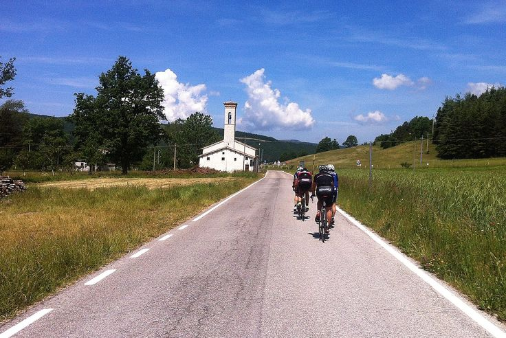 Umbria green heart of Italy. Umbria by Bike. Tour in Umbria