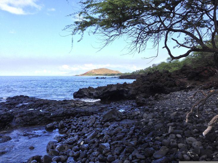 Little volcanic beach, Maui