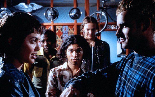 'Hackers' (1995): um dos primeiros filmes de Angelina Jolie, conta a história de um grupo de jovens hackers que se envolvem em uma conspiração