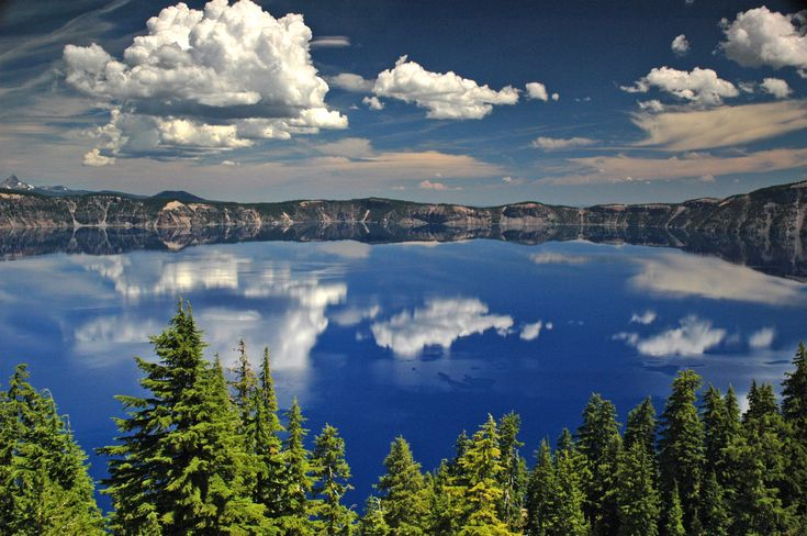 Crater Lake National Park is in Oregon.